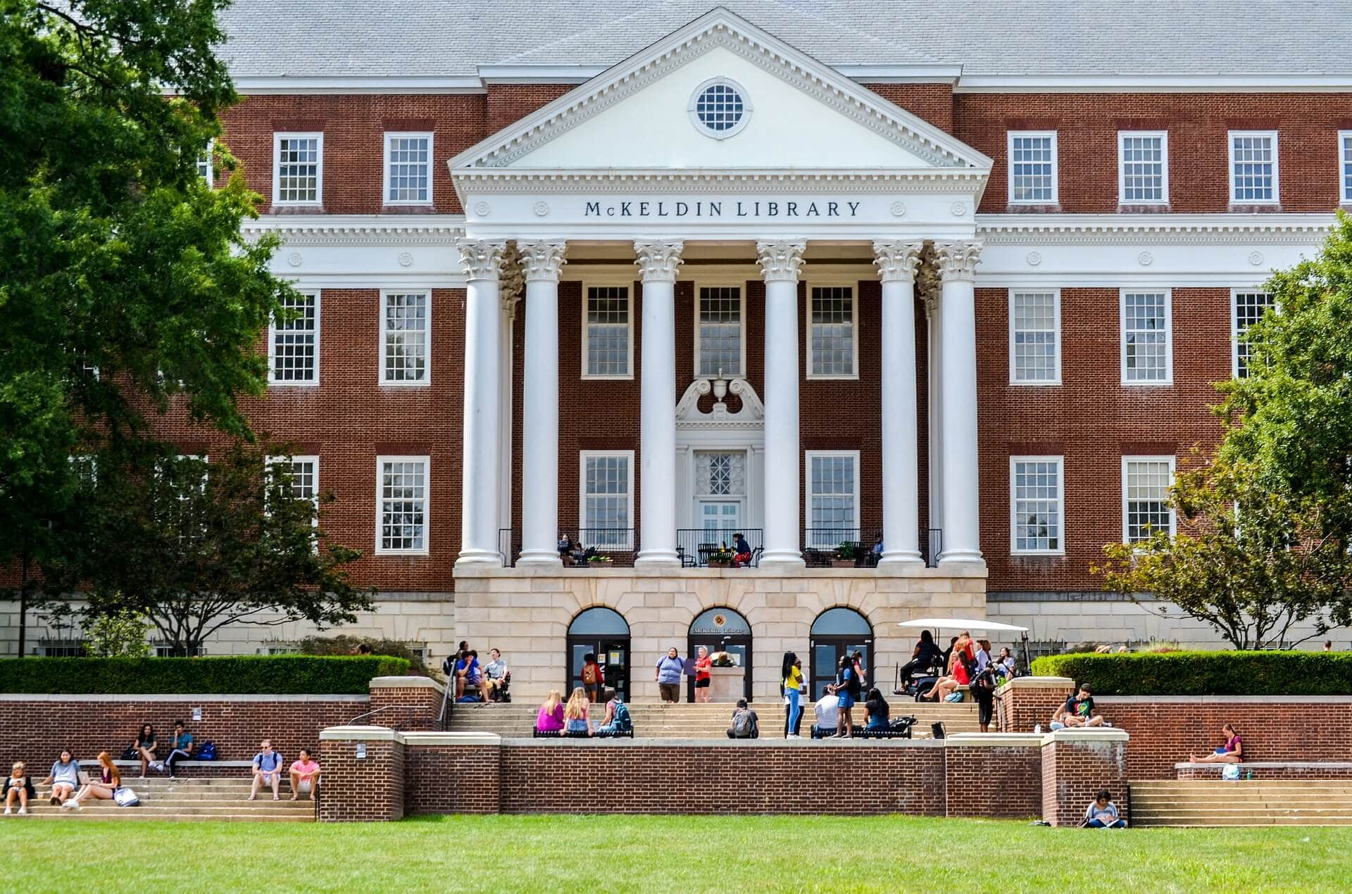 The Ultimate Guide to the College Campus Visit